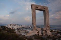 Monument de Portara au crépuscule Image stock