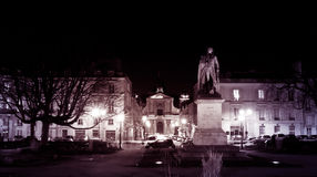 Monument de sculpture en nuit de Versailles Image stock