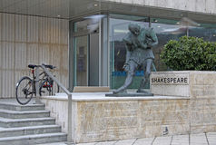 Monument de Shakespeare près d'hôtel de Budapest Marriott Images stock