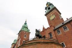 Monument de Tadeusz Kosciuszko de tour d'horloge de Wawel image stock