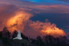 Monument de trois croix à Vilnius, Lithuanie Le symbole de la ville photographie stock libre de droits