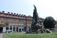 Monument de Turin au tunnel de Frejus dans Statuto carré Images stock