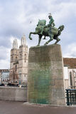 Monument de waldmann de Hans et Tours jumelles de grossmunster image stock