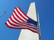 Monument de Washington avec l'indicateur Photos stock