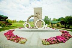 Monument dediated zu den Familienwerten in Donetsk stockfotos
