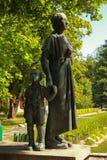 Monument des mères finlandaises avec un enfant qui a survécu aux horreurs du 2ème wa du monde Images stock