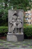 Monument devant l'école de Jeanne d'Arc Photographie stock