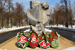 Monument dichtbij Luzhniki-stadion in Moskou stock afbeeldingen