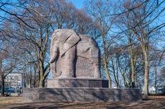 Monument - elefant som göras av tegelsten Arkivfoton