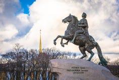 Monument en bronze de cavalier, St Petersburg, Russie Photographie stock libre de droits