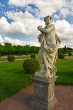 Monument en het standbeeldpark van Peterhof Stock Fotografie