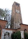 Monument en oude klokketoren van de kathedraal van Murano in de gemeente van Venetië in Veneto (Italië) stock fotografie