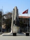 Monument et drapeaux à Istanbul, Turquie photographie stock libre de droits