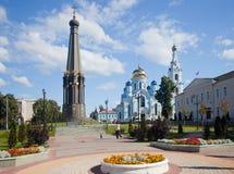 Monument et la cathédrale de Maloyaroslavets Photos stock