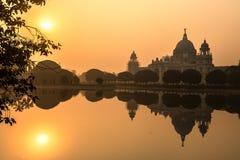 Monument et musée architecturaux de Victoria Memorial au lever de soleil Photographie stock libre de droits