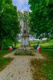 Monument för barn i Noyers-sur-Serein Arkivfoto