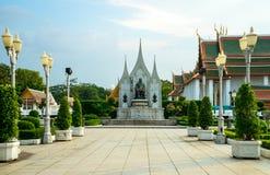 Monument för konung Rama i den kungliga paviljongen Mahajetsadabadin Fotografering för Bildbyråer