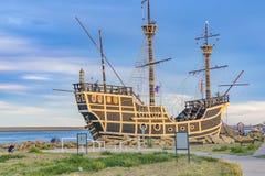 Monument för Magallanes skeppkopia, Puerto Julian San, Argentina Royaltyfria Foton