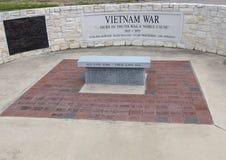 Monument för soldater som dog i vietnamkriget i veterans Memorial Park, Ennis, Texas royaltyfri fotografi