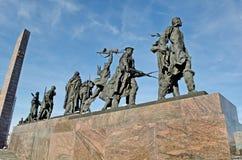 Monument ?Heldhaftige verdedigers van Leningrad ?op Victory Square - een monument aan de prestatie van burgers in de tragische ti stock foto