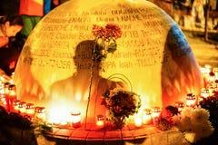 Monument i minne av offer för Colectiv klubbatragedi Royaltyfri Bild