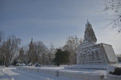 Monument i parkera med snö Arkivfoton