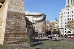 Monument i Placa de Catalunya. Barcelona. Spanien Arkivfoton