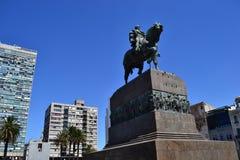 Monument i självständighetfyrkanten Royaltyfri Foto