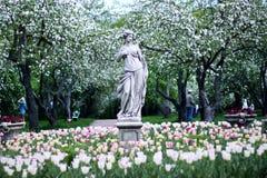 Monument im Apple-Garten Stockfotos