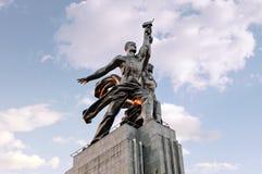 Monument kvinna till för arbetar- och kollektivbonden Arkivbild