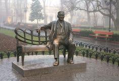 Monument Leonid Utyosov in Gemeentelijke tuinen Stock Foto's