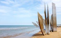 Monument ` Les trotzt ` von Heilig-Laurent-sur-MER - Omaha Beach lizenzfreie stockfotografie