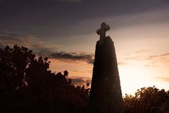 Monument met groot kruis Stock Foto's