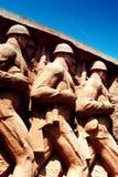 Monument met marcherende militairen Royalty-vrije Stock Foto's