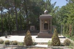 Monument mit dem Aufschrift ` Ihr ewiges Gedächtnis, geliebten Väter und unsere Brüder, überhaupt erinnertes ` im alten Kirchhof  Stockbild
