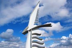 Monument mot den blåa molniga himlen Royaltyfria Bilder