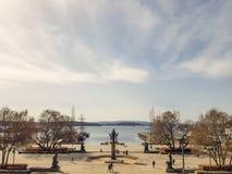 Monument nästan stadshuset i Oslo fotografering för bildbyråer