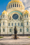 Monument naval admiral Fyodor Ushakov in front of the Naval cathedral of Saint Nicholas in Kronstadt, Russia Stock Photos