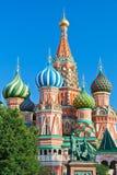 Monument och Pokrovsky domkyrka i Mosc Arkivbild