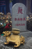 Monument op de bovenkant van Berg Taishan Stock Foto