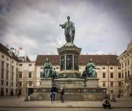 Monument op de stadsstraat royalty-vrije stock foto