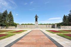 Monument på den Piskarevskoye minnesmärkekyrkogården Arkivbilder
