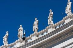 Monument på det Sanka Peter Basilica taket Arkivbilder