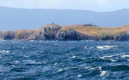 Monument på uddehornet med det stormiga havet Tierra del Fuego Province Chile härligt dimensionellt diagram illustration södra tr royaltyfria foton