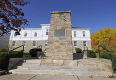 Monument par une Chambre de cour Image libre de droits