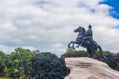 Monument Peter I gegen Wolkenhimmel Lizenzfreies Stockbild