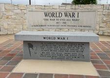 Monument pour les soldats qui sont morts dans la Première Guerre Mondiale dans Memorial Park du vétéran, Ennis, le Texas image libre de droits