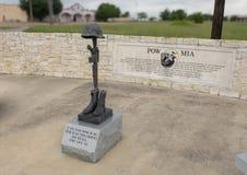 Monument pour MIA de prisonnier de guerre dans Memorial Park du vétéran, Ennis, le Texas images stock