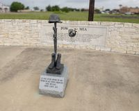 Monument pour MIA de prisonnier de guerre dans Memorial Park du v?t?ran, Ennis, le Texas photographie stock