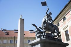 Monument am Quadrat von Prag-Schloss in Prag, Tschechische Republik Lizenzfreies Stockbild